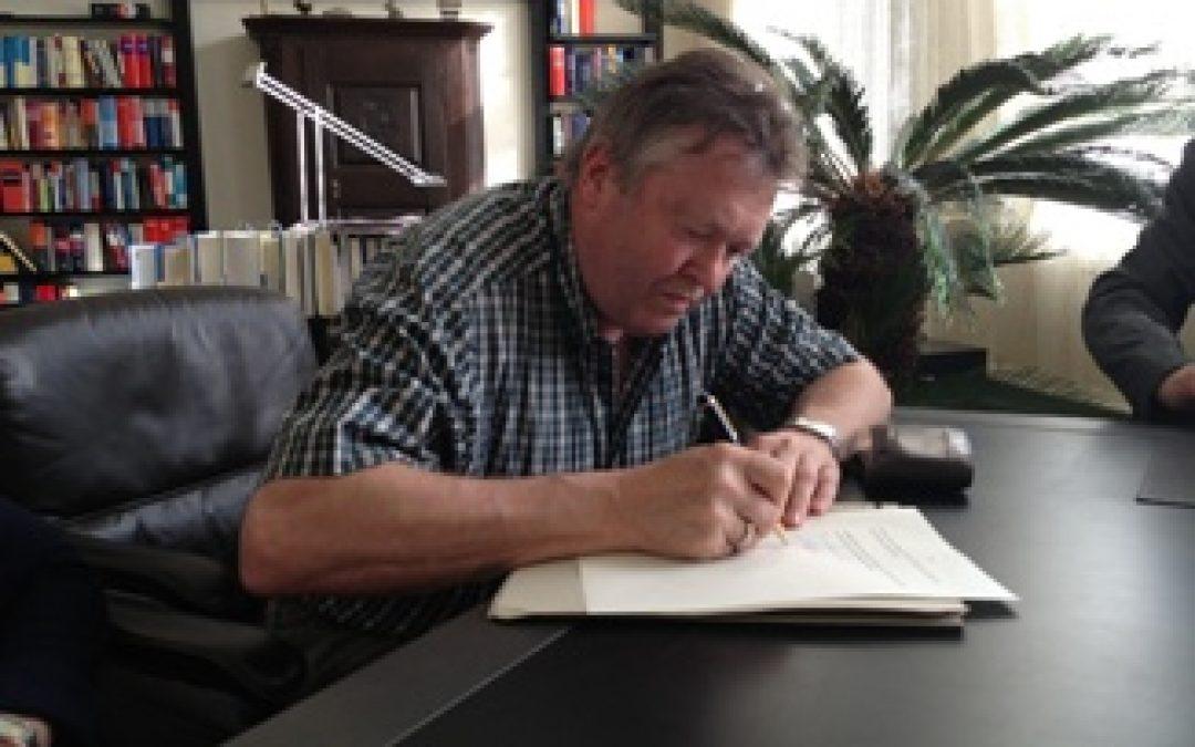 Förderverein Lippoldshausen e.V. jetzt Grundbesitzer: Vertrag für den Wasserhochbehälter (Aussichtsplattform) unterzeichnet
